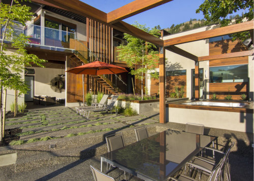 outdoor-living-space-kelowna-custom-home
